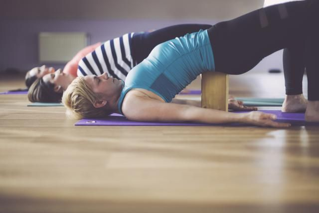 These physical therapy exercises, when done in the correct order, can treat and manage sciatica and lower back pain. Back Pain Remedies, Natural Headache Remedies, Relieve Back Pain, Low Back Pain, Sciatic Nerve Relief, Sciatica Exercises, Stretching Exercises, Body Stretches, Psoas Release