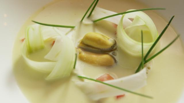 Soepje van Zeeuwse mosselen - Recept | VTM Koken
