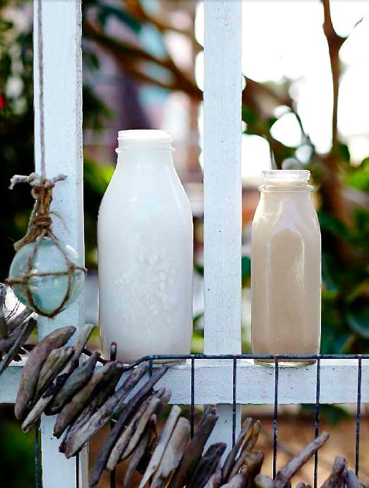 Kallpressat kaffe ( cold brew kaffe ) med vanilj och nötmjölkblir en fräsch shake som man kan bjussa på i sommar om man vill. Jag älskar att blanda en skvätt kallpressat kaffe med mandelmjölk och…