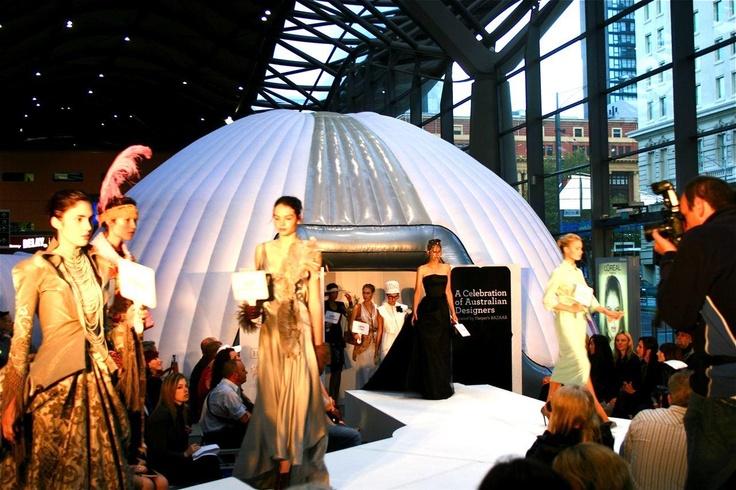 #10m DOME #FASHION_SHOW #RUNWAY http://www.brandinteractivation.com/