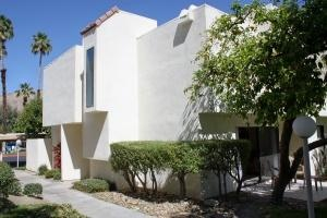 Great Palm Desert location! This terrific Palm Desert vacation condo for rent is only minutes to the Rancho Mirage, Indian Wells, and Palm Desert mecc...