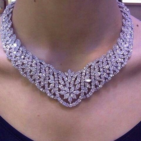 Diamond necklace from Amwaj​_​jewellery @vibes_jewelery