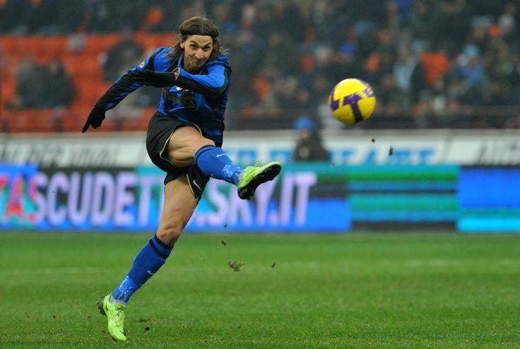 Auteur de nombreux buts de grande classe, Ibrahimovic offre en trois saison, 3 titres de champion d'Italie à l'Inter Milan.
