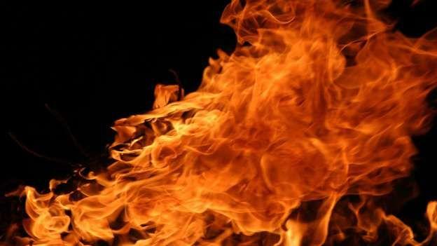 O poço para o inferno Descoberto em 1989 por cientistas russos, o Well to Hell (poço para o inferno) tem mais de 15 metros de profundidade. Apesar de sua temperatura de mais de 1000º C, os pesquisadores foram capazes de descer um microfone no poço e fazer uma gravação de 17 segundos. Nela foram ouvidos gritos atribuídos àqueles que voltaram do inferno para a superfície da terra. Diz a lenda que os pesquisadores que retornaram para o local depois de fazer a gravação viram um demônio emergir…