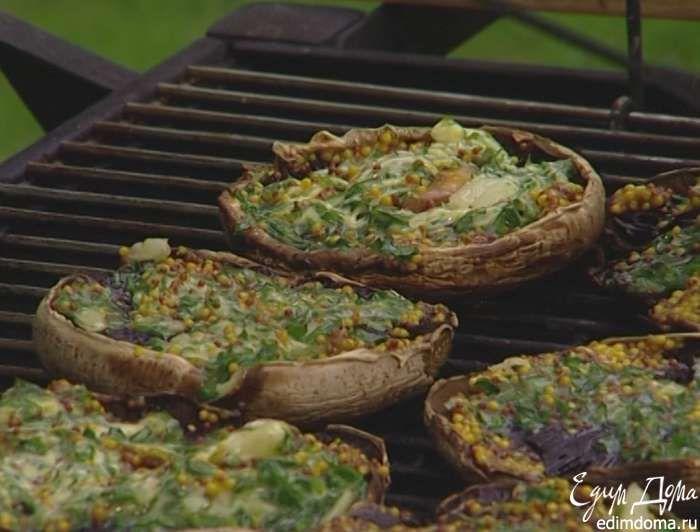 Грибы с горчицей, маслом и петрушкой на гриле от Юлии Высоцкой Не так часто мы устраиваем пикники осенью: то дождик в выходные, то у детей насморк, а жаль! Какая бывает красота, нежный воздух, пахнет дымком! Если повезло и все сложилось, обязательно готовлю такие грибы на гриле — белые, естественно, на несколько порядков выше других и получаются вкуснее. Вместо портобелло можно взять большие белые грибы. #едимдома #готовимдома #грибы #гриль #рецепты #кулинария #юлиявысоцкая