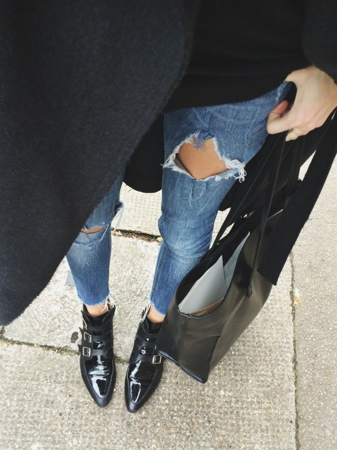 Love the cut off  bottoms to these jeans...might try this with an old pair I have..and those shoes!! LOVE!