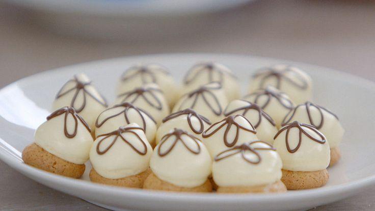 Petit crème bitterkoekjes maken moeilijk? Jurylid Robert legt uit hoe het moet. #HHB #HeelHollandbakt #HHBrecepten #HeelHollandbaktrecepten