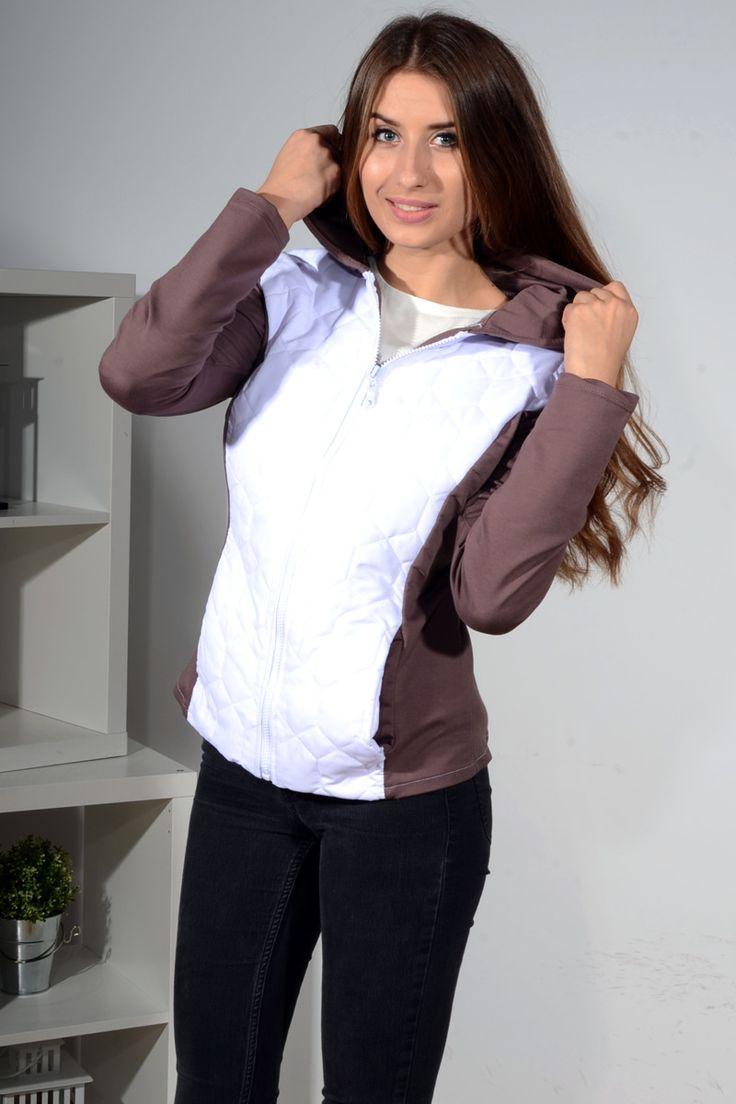 Bluza z łączonych materiałów, przód i tył posiada pikowaną wstawkę. Wykonana z miękkiej i lekko układającej się dzianiny modny design i niepowtarzalny wygląd. Pasuje do wielu stylizacji zarówno codziennych jak i sportowych.
