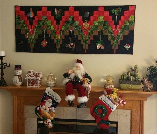 Christmas Bargello Table Runner / Wall Heahing decorated with bead ornaments. 바젤로 퀼트로 만든 크리스마스 테이블 러너.. 그러나 나는 벽걸이로 사용한다..