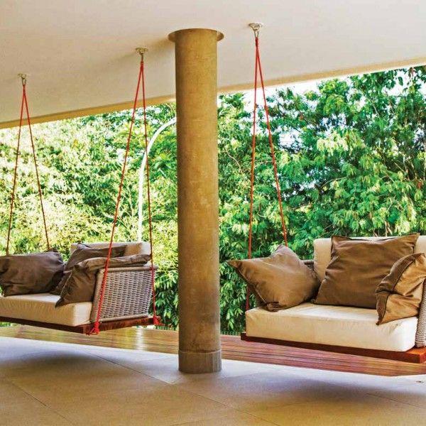A tônica contemporânea e as formas limpas são predominantes neste projeto de Adriana Mundim e Fernando Galvão para residência no condomínio ...