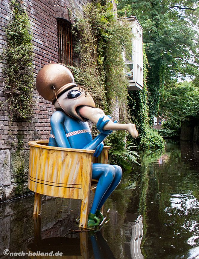 Ein wundersamer Geselle begegnet uns auf der Bosch-Bootstour in `s-Hertogenbosch…