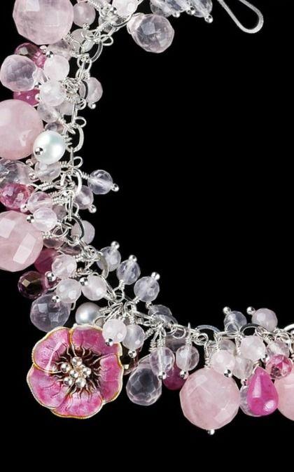 Восхитительный браслет. Серебряные браслеты из натуральных камней. Натуральные, природные камни : Розовый кварц - Розовый сапфир - Розовый топаз - Жемчуг • Цветок : серебро, ювелирная эмаль