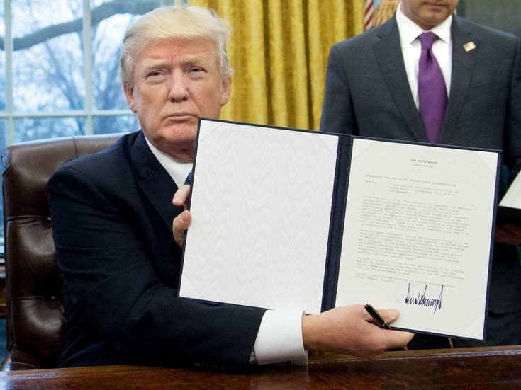 L'Essentiel Dans la droite ligne d'une première semaine affolante, le nouveau président américain a signé un décret interdisant l'entrée du territoire...