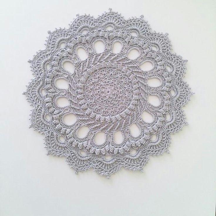 #вязание#knitting_inspiration #knitting #i_loveknitting#зроблено_в_україні #miltadesign#вяжу#вяжукрючком#салфетка#pineapplefancy#салфетки#салфеткакрючком#салфеткикрючком#doily#doilies#patricia_kristoffersen#patriciakristoffersen#splendid