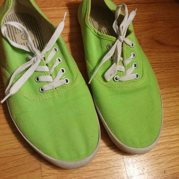 Lime green shoes! 💗 Comfy like green shoes! Great for any ocassion! Only wore maybe twice. A little dirty on the heel but will come off once washed! Shoes