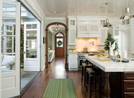 This may be a double pin. One of my all time fav kitchens. I am crazy for the doors leading out to a courtyard... ahh... bliss. White. Dark wood. Marble. The mill work is fantastic!!!