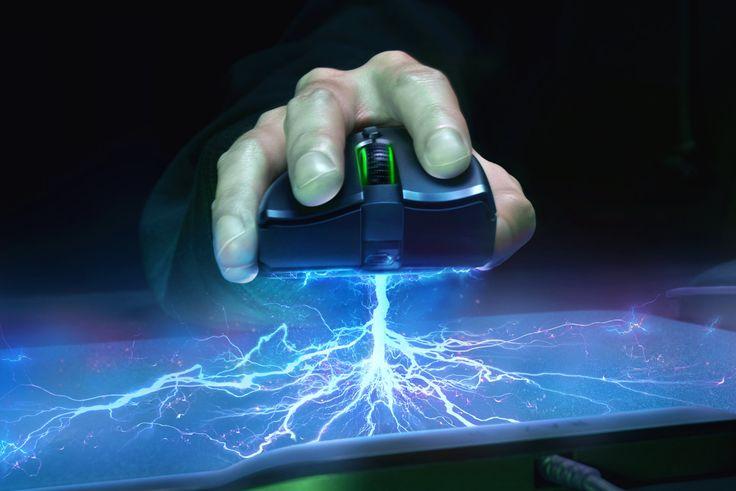 Vous en avez marre d'oublier de recharger votre souris sans-fil ? Alors Razer vient peut-être de dévoiler une technologie qui pourrait fortement vous intéresser ! La société a profité du CES 2018 qui se déroule actuellement à Las Vegas afin de présenter sa nouvelle technologie de recharge sans-fil Razer HyperFlux. Fini les batteries puisque, la Razer Mamba HyperFlux, la première souris gaming sans-fil et sans batterie, est alimentée directement par un champ magnétique transmis par le tapis…