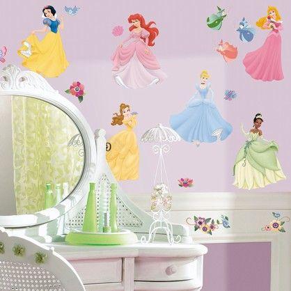 Wall stickers  med de smukkeste prinsesser man kan forestille sig, passer til ethvert pigeværelse.