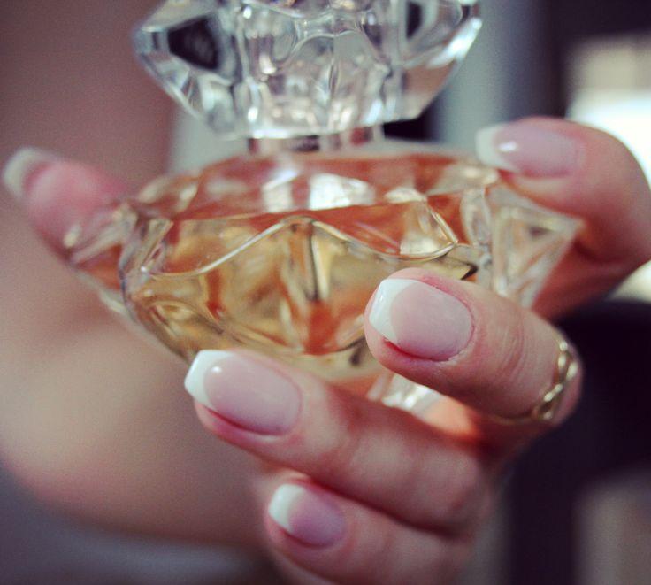 french ballerina nails, montblanc lady perfume