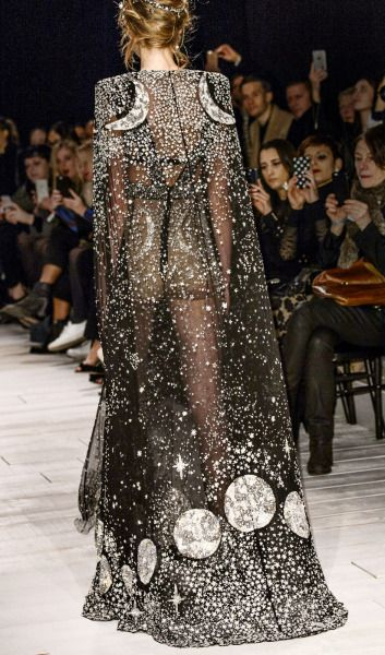 This might just be the best moon dress ever (second only to Ana Locking's fabulous creation). Bless Sarah Burton and the people at Alexander McQueen carrying on his legacy for this drop dead gorgeous...