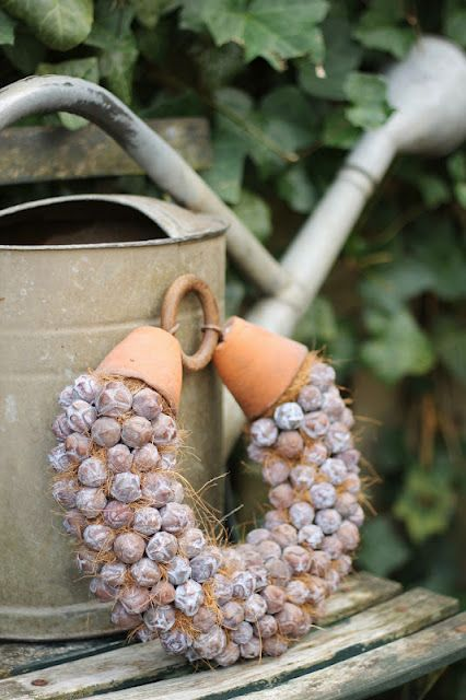 interesting way to join a #wreath with the clay pots and round ring.