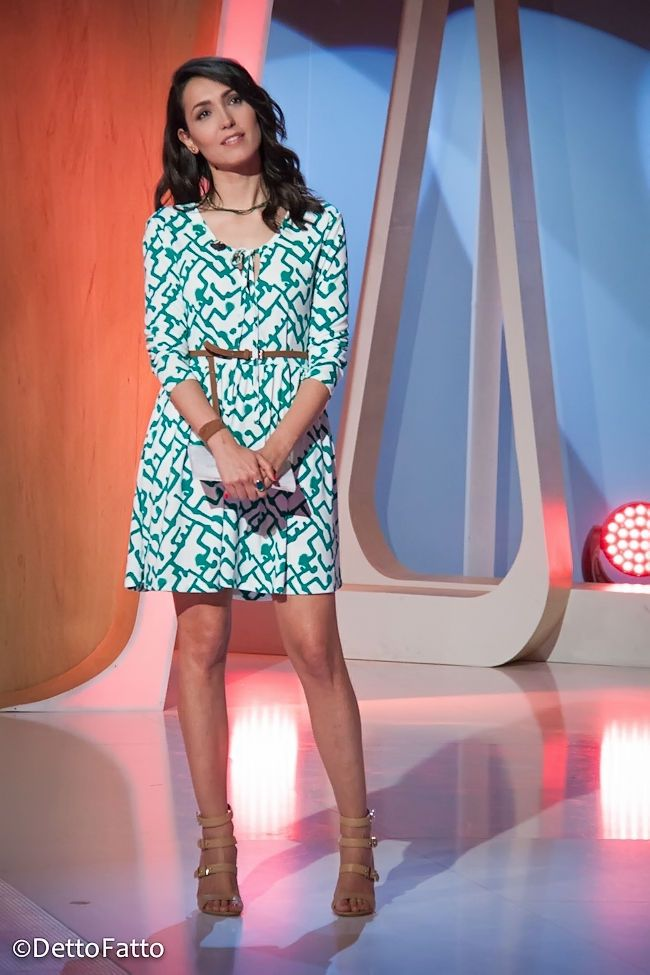 Caterina Balivo (abito French Connection, scarpe Le Silla) #nudeshoes