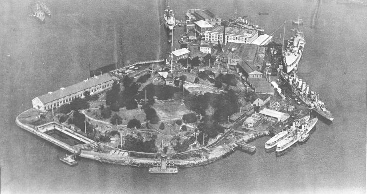 Garden Island in 1929. Location of a major Royal Australian Navy base.It is located to the northeast of the Sydney CBD and juts out into Port Jackson,immediately to the north of the suburb of Potts Point.