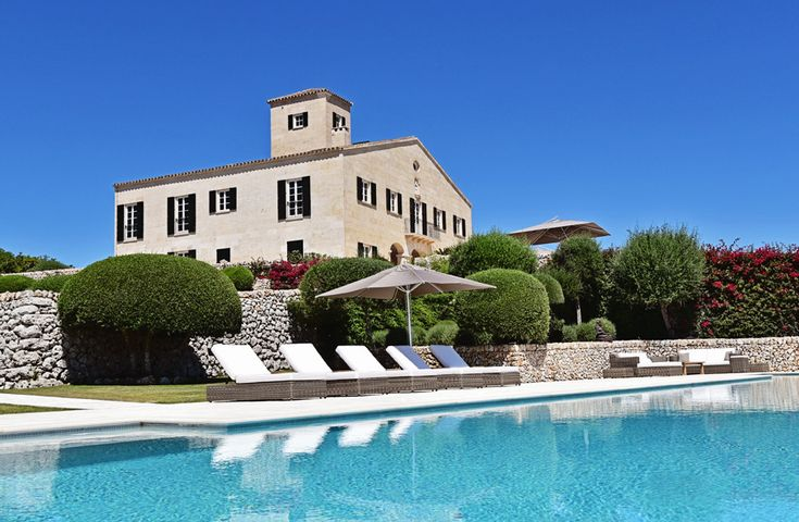 Son Saura Estate Menorca Sleeps up to 22. A stunning restoration of a big old farmhouse, this exquisite house provides the privacy of a luxury villa in Menorca, the service levels of a five star hotel, and the space for special get-togethers.
