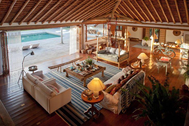 É sempre verão... E você pode andar de bicicleta e tomar banho nesta piscina em Trancoso.  http://br.luxuryestate.com/p30190281-casa-independente-em-venda-trancoso