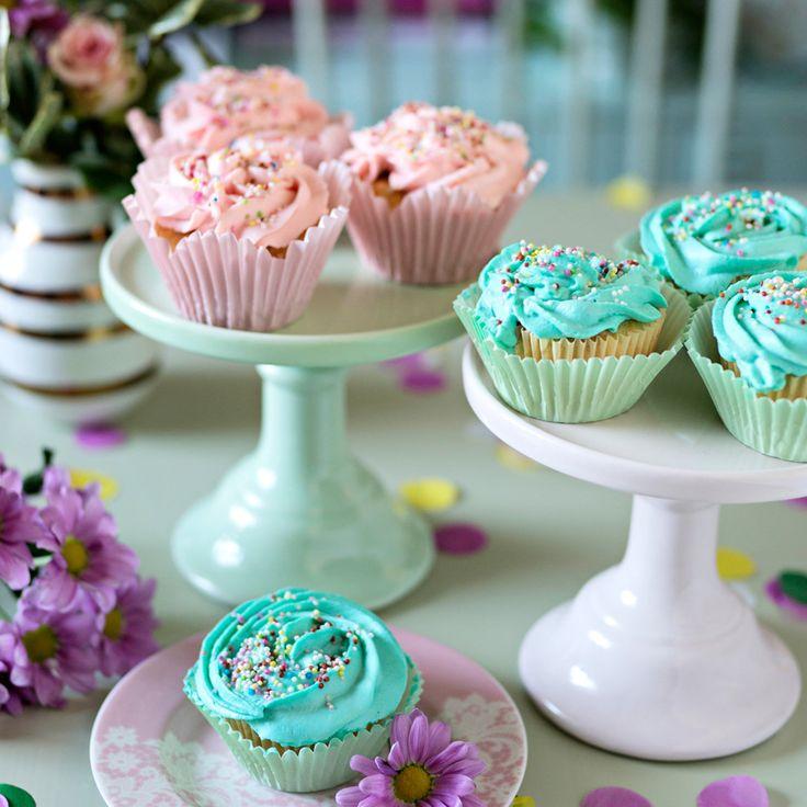 Bjud på ljuvliga cupcakes med vaniljsmak och frosting i pastell