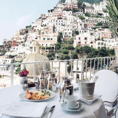 {Breakfast in Positano}
