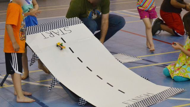 how to build a lego race track