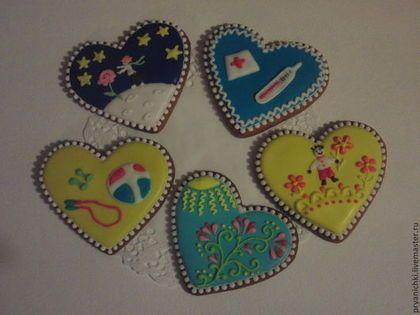 Купить или заказать Пряники ' Весна' в интернет-магазине на Ярмарке Мастеров. Веселые сердечки, на которых нарисовано задания для игры в фанты. Спеть, сделать хоровод, мыльные пузыри, оригами, нарисовать картинку,поцеловать.