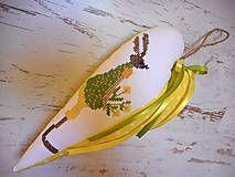 Veľká Noc - Vyšívané srdiečko so zajačicou_žlté+zelené šaty - 5093687_