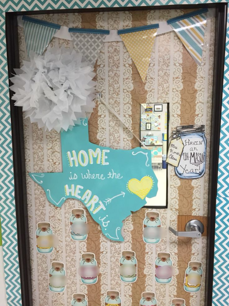 So Southern, so in love! Mrs. Kondo's class. Shabby chic class decor. Classroom Door Decoration Display. Mason jars, Texas teacher.