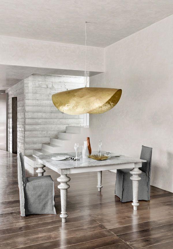 Dieser Esstisch von Gervasoni überzeugt nicht nur mit seinen außergewöhnlichen Tischbeinen. Vor allem die Tischplatte aus Carrara-Marmor zieht alle Blicke auf sich.  Bis zu 8% extra sparen: Ihr Rabatt mit Speed Versand und Skonto-Zahlung.  Gratis-Versand | 4 Jahre Garantie. #Gervasoni #wohnideen #interior #interior123 #interior4you #scandinavianhome #nordichome #inspohome #homeinspiration #bedroom #schlafzimmer #bett #architektur #innenarchiktektur