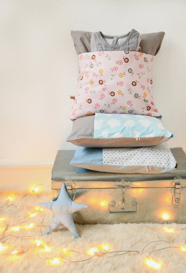 Coussin-poche/Pillow with a pocket 'Seventies Flowers in Pink'. onZeDanceFlore