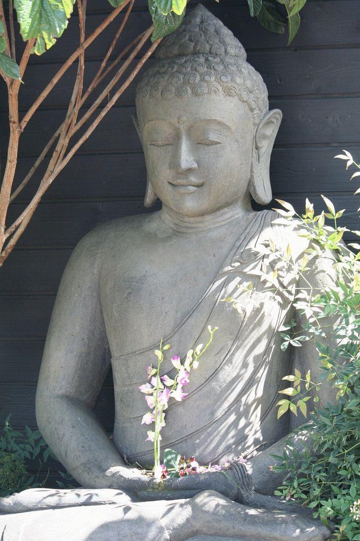 """30. """"O zen é um ramo da tradição budista mahayana e baseia-se fundamentalmente nos ensinamentos de Siddhartha Gautama, o Buda histórico e fundador do budismo. No entanto, através de sua história, o zen também foi recebendo influências das diversas culturas dos países por onde passou."""" (Fonte: Wikipédia) - Da pasta: Tradições, Mitologias, Ícones, Holismo.  Buddha in nature"""