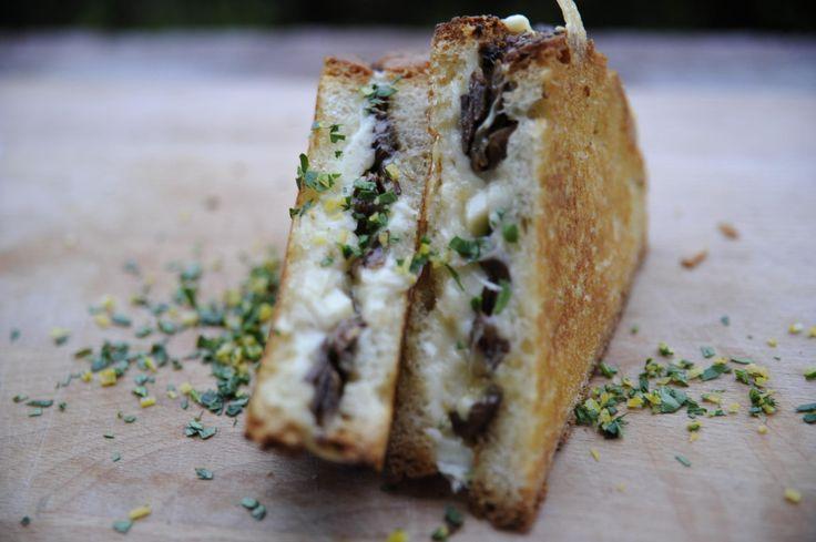 Ostesmørbrød med steinsopp  - Godt.no - Finn noe godt å spise