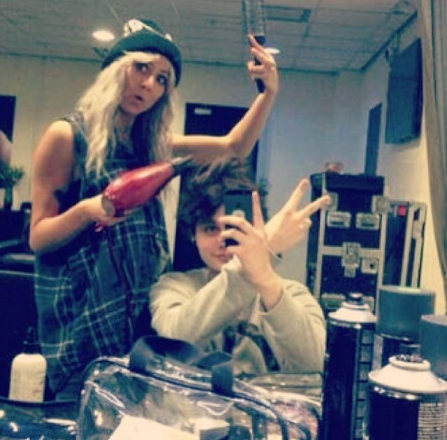 Lou Teasdale and Michael Clifford :) OMG 1D's hair stylist and Now 5sos's hair stylist man baby Lux has the whole package :3