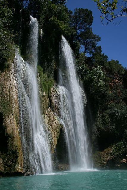 """#Sillans La Cascade est issue d'un affluent de l'Argens, """" la Bresque """", elle mesure 42 mètres de haut et se jette dans une petite retenue d'eau claire. Sillans la Cascade - Dracénie - Var - Provence"""