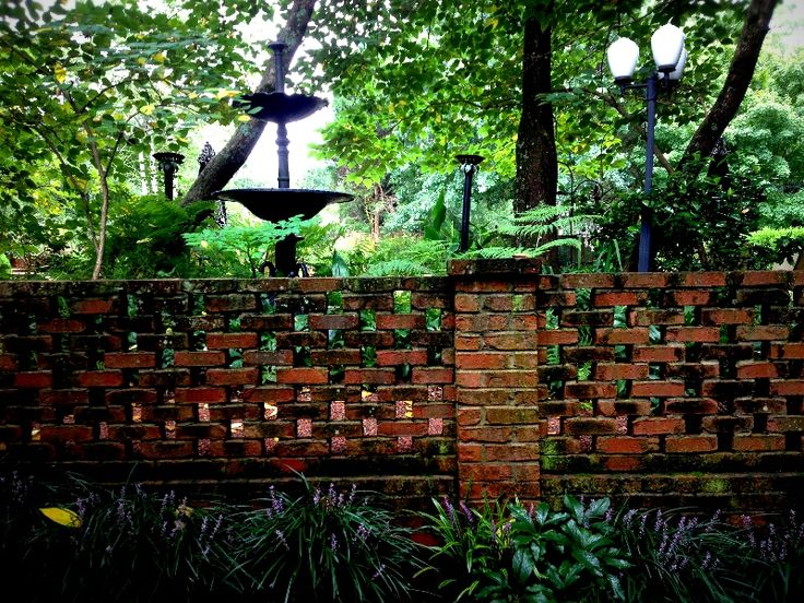 Garden wall in brick, with birdbath, on the grounds at