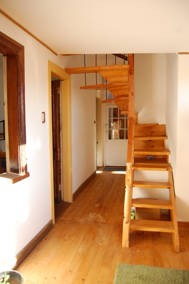 Pasillo, escalera a tercer piso