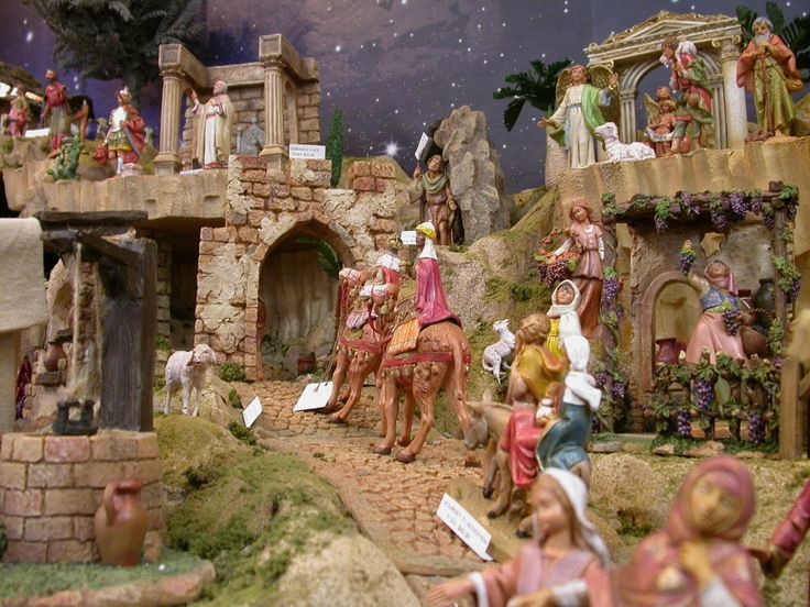 pictures of Fontanini nativity displays | Galleries | Showcase Displays