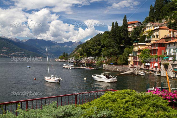 Yükle - Varenna, İtalya'da Como Gölü'nün küçük kasaba - Stok İmaj #9216241