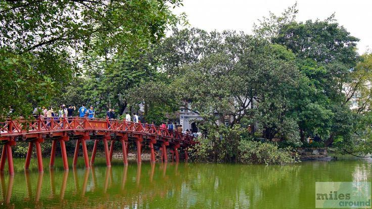 Bogenbrücke zum Jadebergtempel - Check more at https://www.miles-around.de/asien/vietnam/hanoi-eine-stadt-zwischen-chaos-und-erholung/,  #Anreise #Hanoi #HoanKiemSee #Hotel #OldQuarter #Reisebericht #Tempel #Vietnam #Visa #Visum
