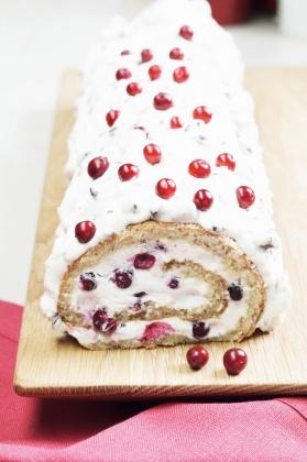 Puolukka-suklaakääretorttu | K-ruoka #joulu