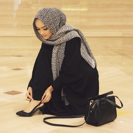 Puteri Hasanah Karunia - Forever 21 Sling Bag, H&M Shawl, Pretty Fit Heels, SaÉ Abaya - After talkshow.