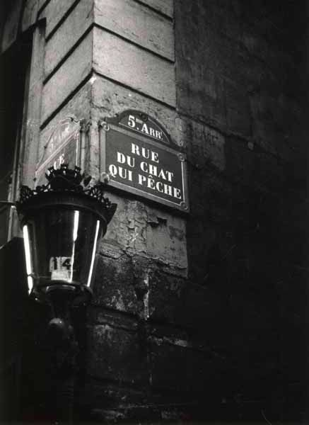 RuGuru - masters of photography - Robert Doisneau. Rue du Chat qui Pêche, Paris, circa 1950