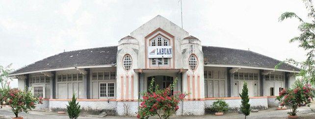 Stasiun Labuan Stasiun Labuan  Stasiun Labuan merupakan stasiun kereta api yang terletak di Belawan II, Medan Belawan, Medan. Stasiun ini berada di Divisi Regional 1 Sumatera Utara dan NAD. Stasiun ini merupakan stasiun pertama jalur kereta api Deli Spoorweg Maatschapijj dari Labuan sampai dengan Belawan.